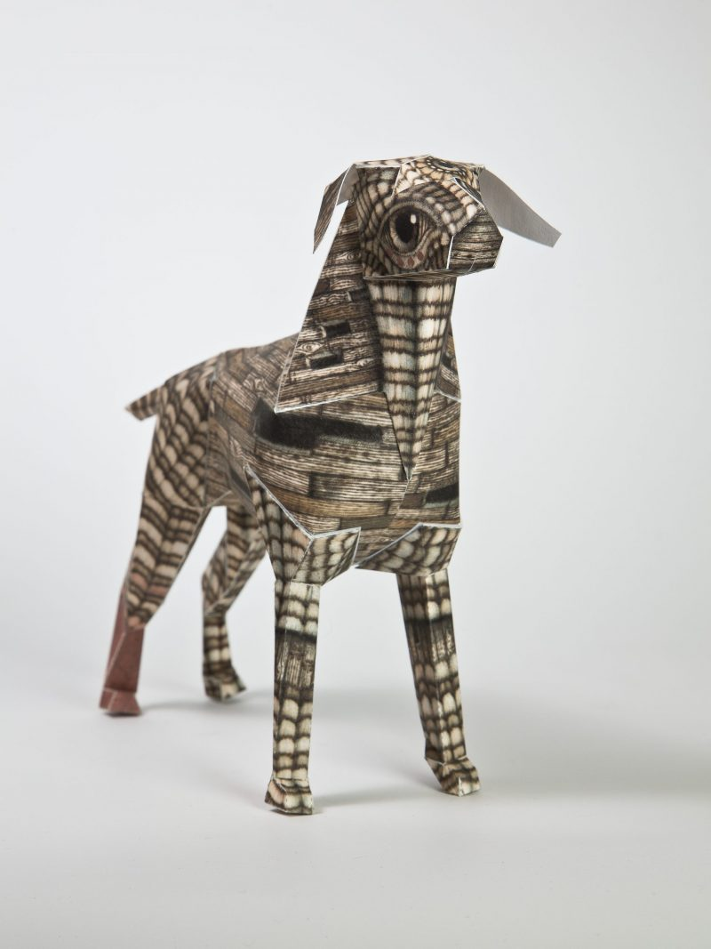 Main view of a 3D paper dog with a wood grain pattern.